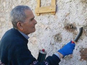 Photo of Rifugio sfregiato con una svastica: partigiano 90enne la cancella