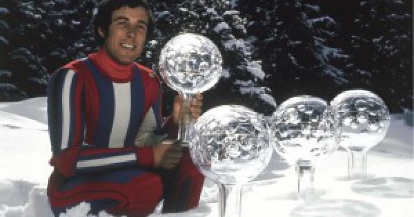 Gustav-Thoeni-con-le-4-Coppe-del-Mondo-1975-300x210.jpg