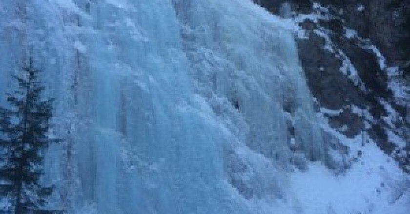 cascata-della-cattedrale-photo-corrierealpi.gelocal.it_-300x248.jpg