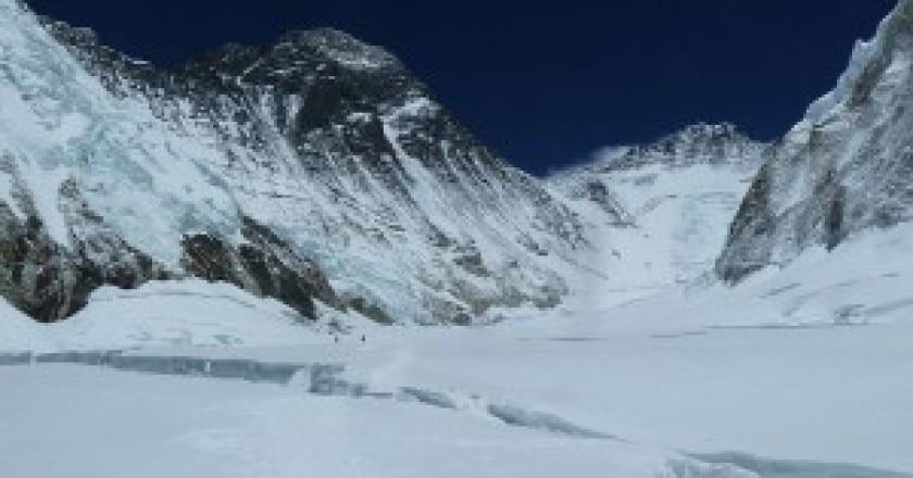 Everest-Colle-Sud-e-il-Lhotse-photo-by-Rupert-Pupkin-wikipedia-commons-300x225.jpg