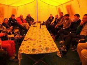 Photo of Chiudono le spedizioni in Nepal, gli alpinisti lasciano gli 8000