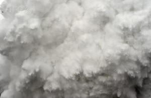 Il fotografo dell'Afp Roberto Schmidt è riuscito ad inviare inquietanti immagini del soffio della valanga che ha colpito il campo base e dei primi concitati momenti dopo la tragedia