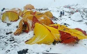 Photo of Nepal: nuova scossa e nuova valanga al campo base dell'Everest: è il caos.
