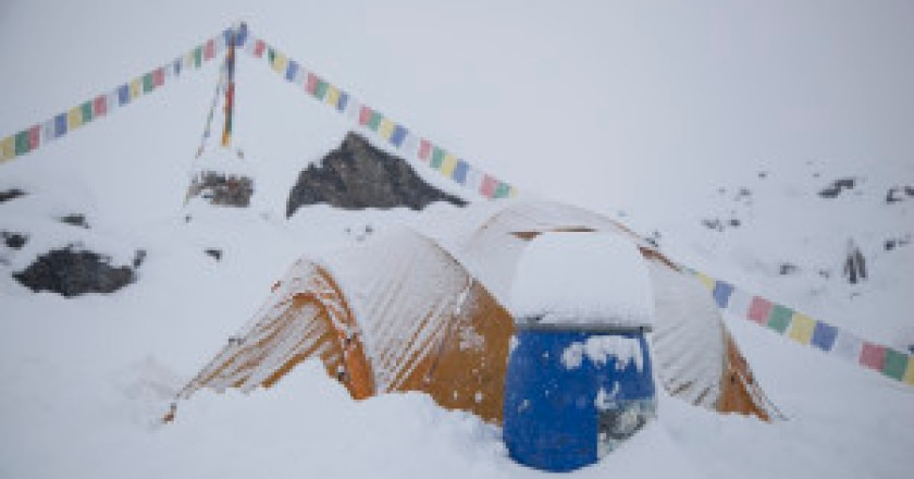 Neve-al-campo-base-photo-Carlos-Soria-Bbva-expedition-300x200.jpg