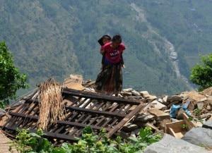 Photo of Maurizio Folini dal Nepal: rocce, frane e case crollate. La gente ha molta paura