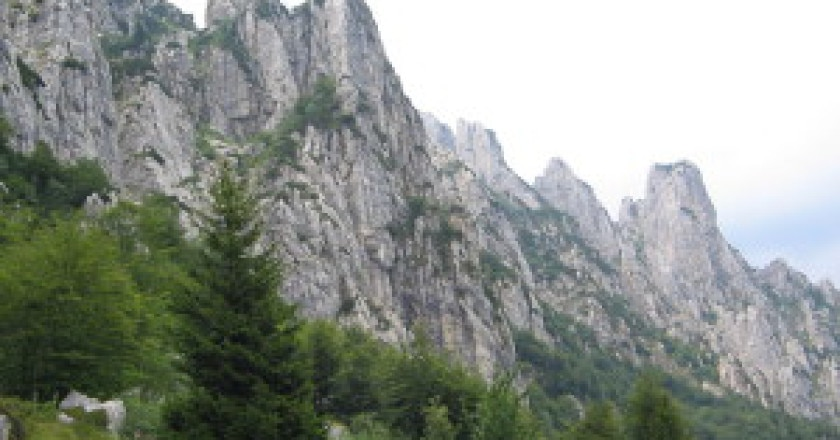 Le-pareti-orientali-del-Sengio-Alto-foto-Vajo-Wikimedia-Commons-300x225.jpg