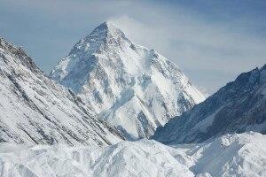 Photo of K2, molte spedizioni commerciali e diverse valanghe