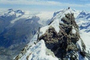 Photo of Cervino: chiusa la via italiana per le frane, salvi alpinisti bloccati