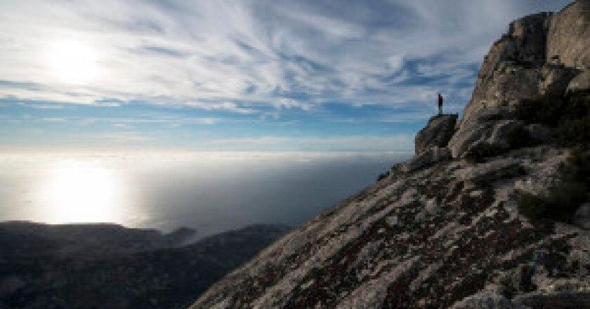 Da-sotto-la-cima.-In-lontananza-la-Corsica-300x206.jpg
