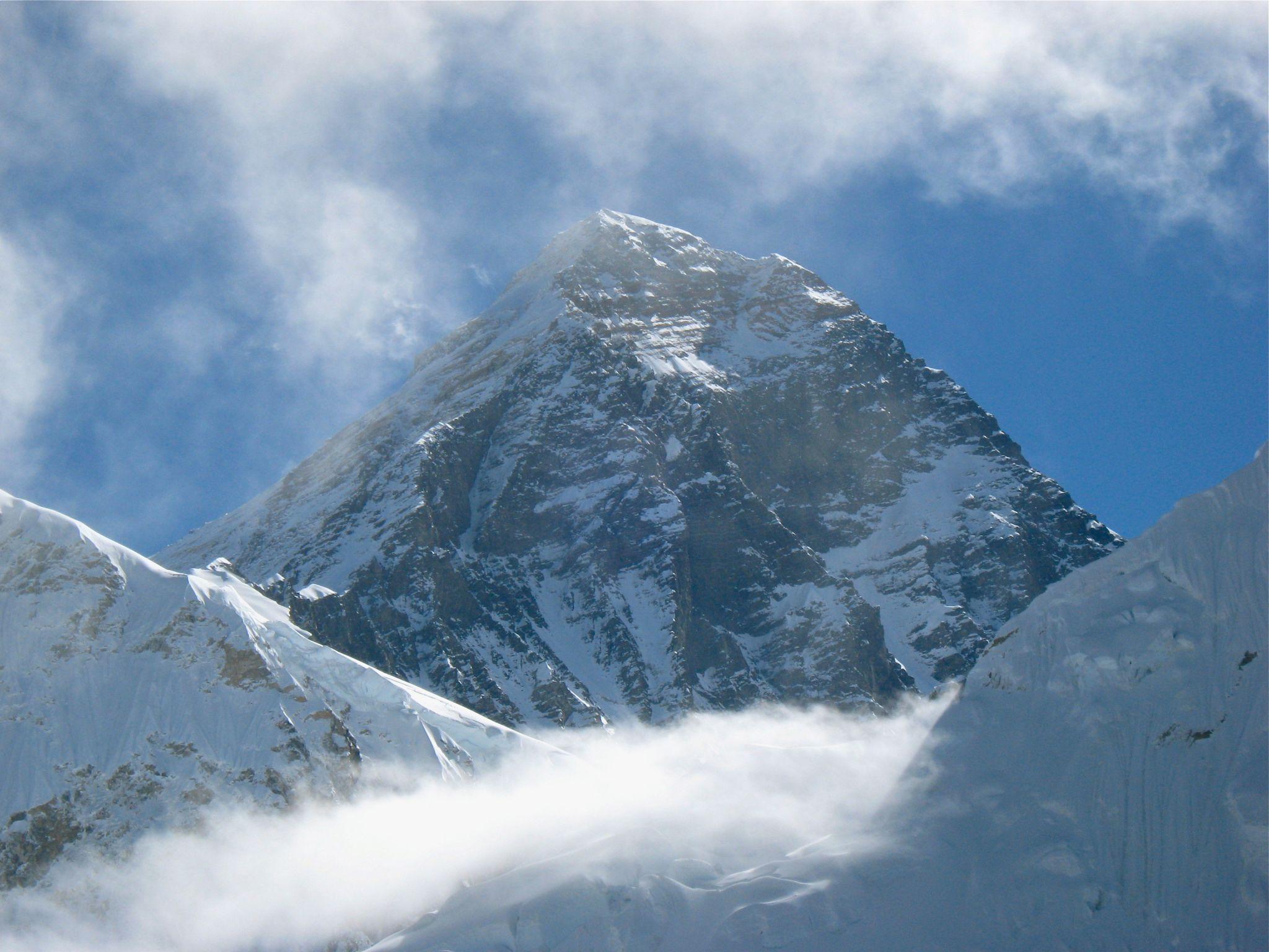Photo of Everest: 41 anni fa la prima salita senza ossigeno. Quest'anno in 1000 tenteranno la vetta