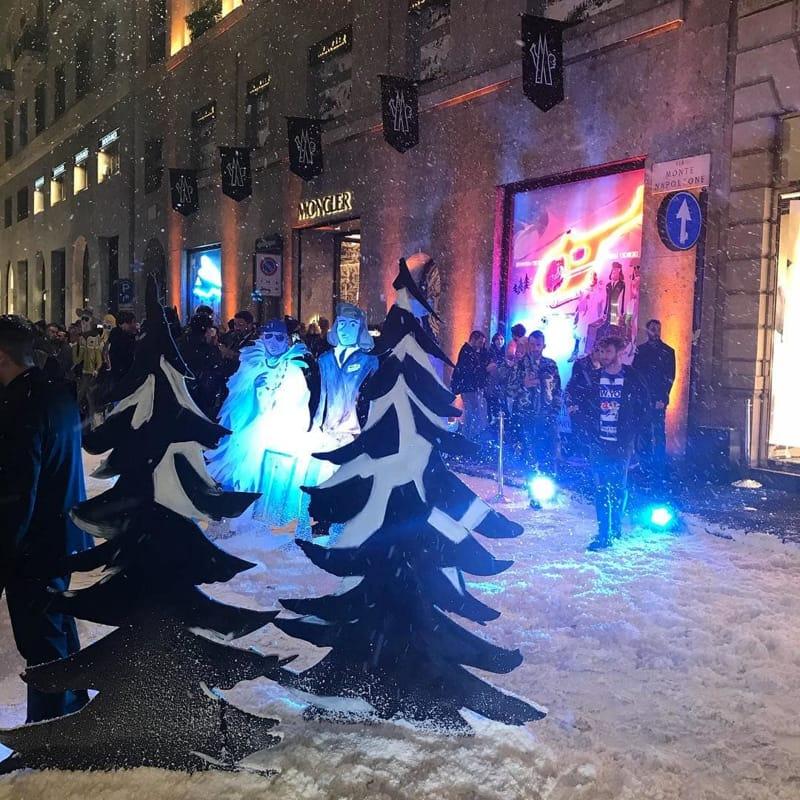 Photo of Neve a Milano: in via Montenapoleone per Moncler