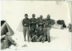 I membri della spedizione al Monte McKinley: Jack Canali, Gigi Alippi, Romano Perego, Luigi Airoldi e Annibale Zucchi e Riccardo Cassin. Photo courtesy repubblica.it
