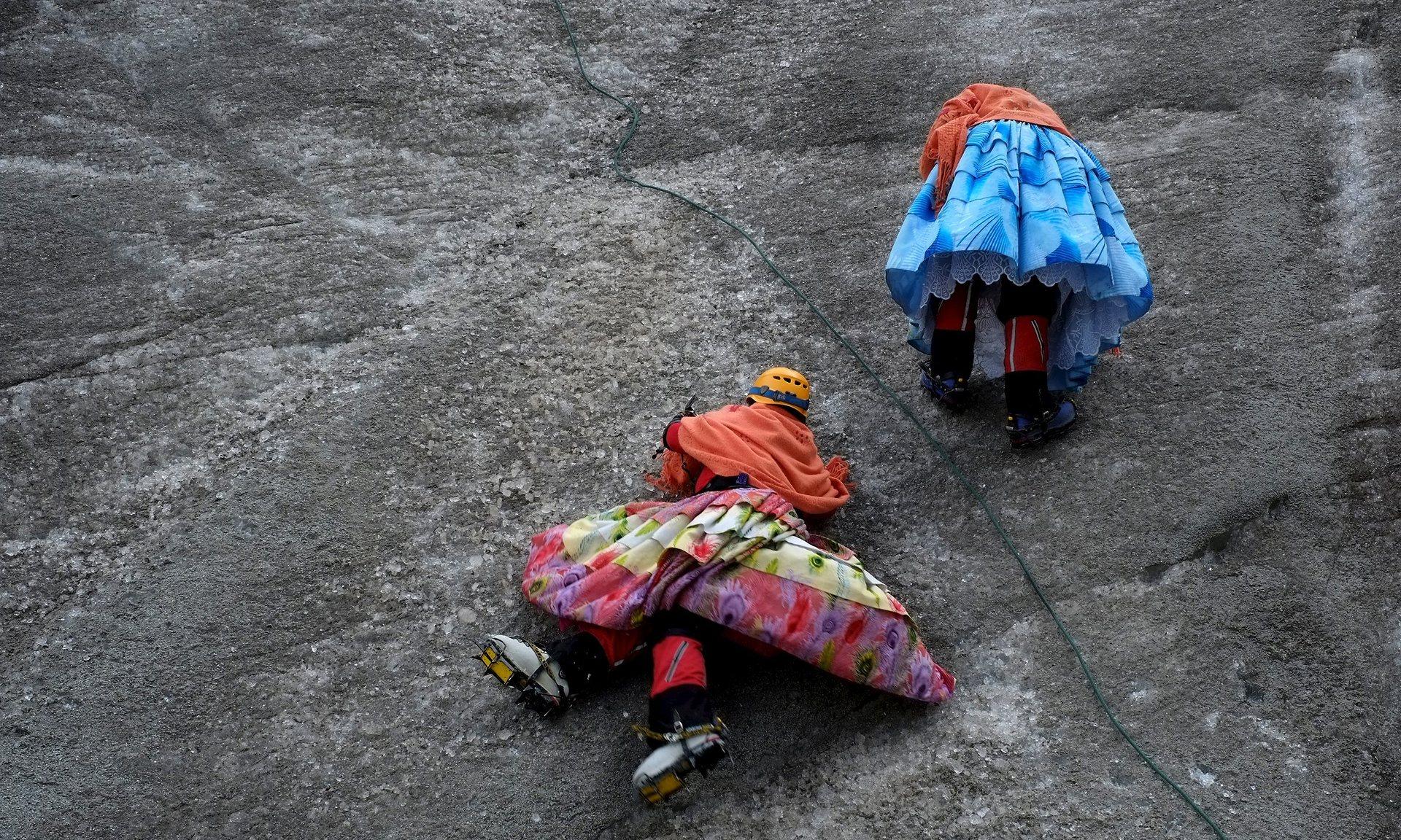 Photo of Cholitas alpiniste in abito tradizionale