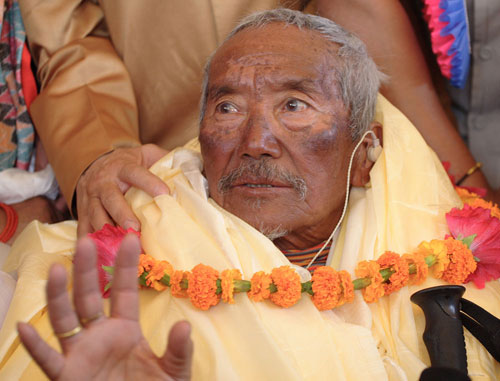 Photo of Min Bahadur Sherchan sull'Everest ad 85 anni
