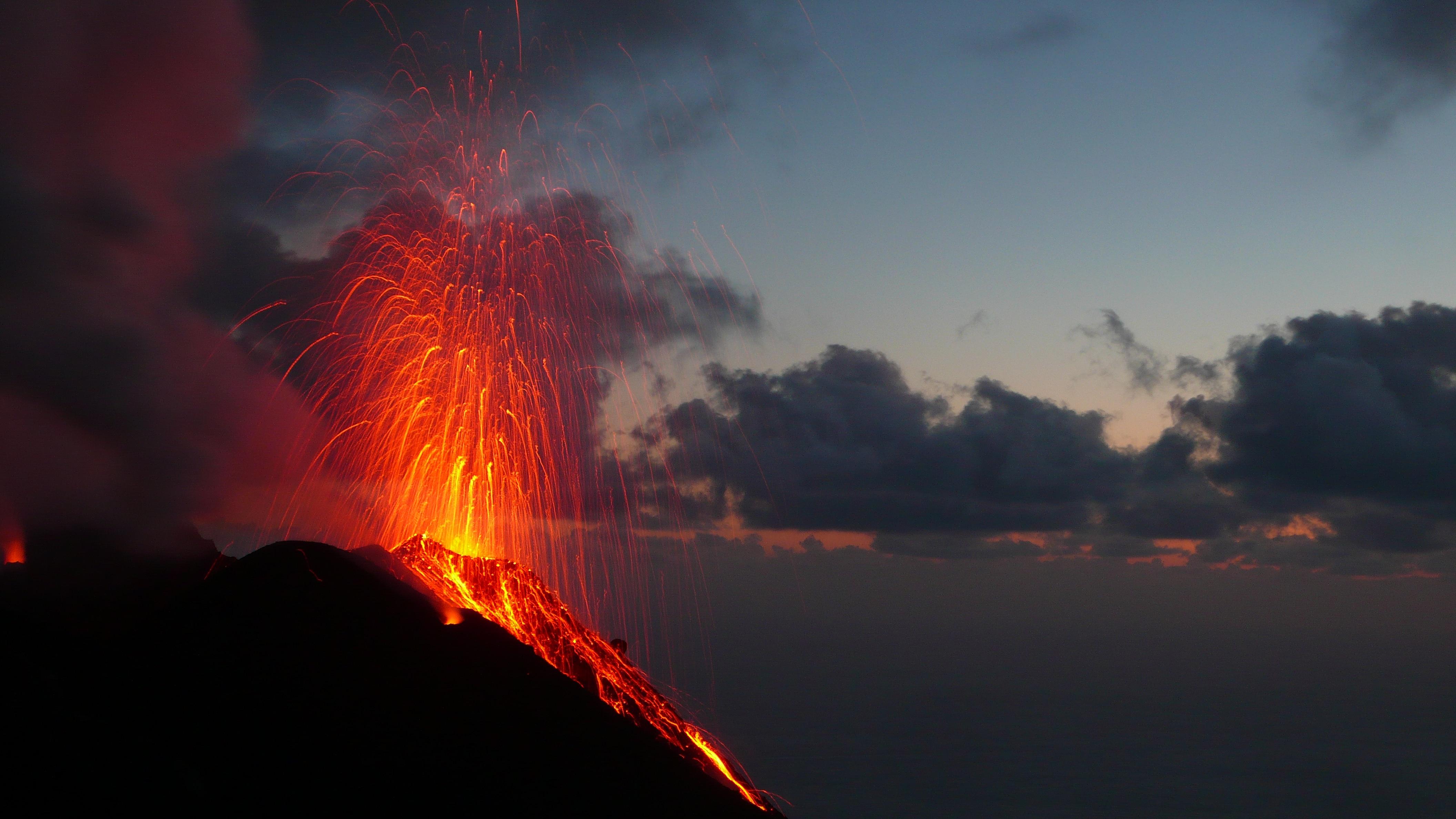 Photo of Stromboli, un trekking tra cenere e magma