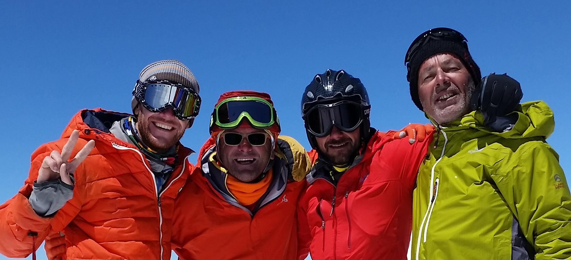 Photo of Elbrus, traversata da sud a nord con gli sci per tre italiani