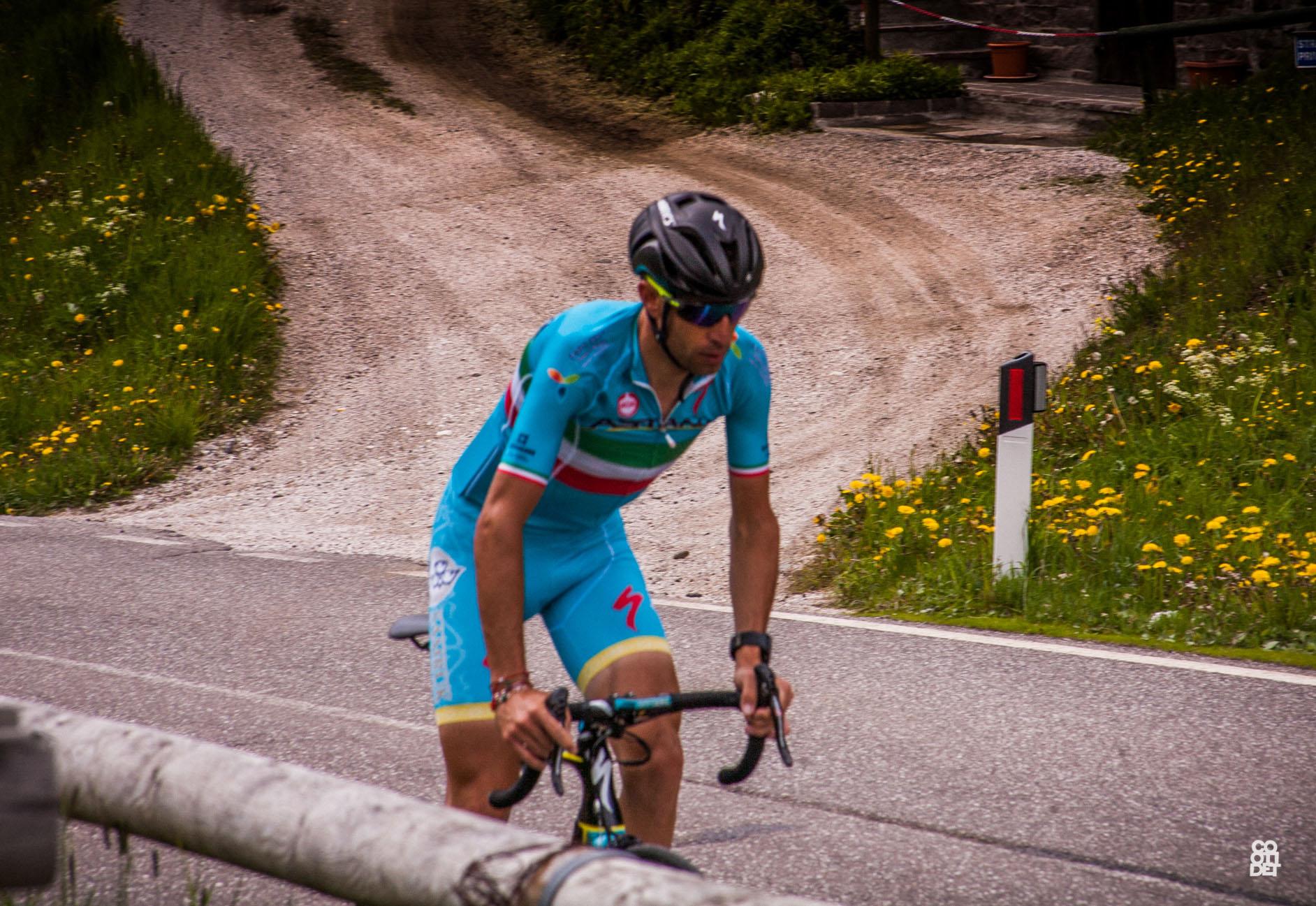 Photo of Nibali si prepara al Tour de France sulle Dolomiti e la Ski Area San Pellegrino gli dedica un'opera d'arte