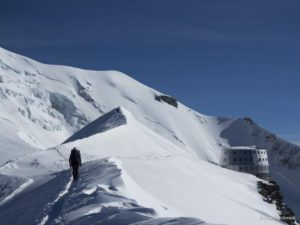 The gouter-ridge-before-the-gouter-refuge-on-a-6-days-mont-blanc-course