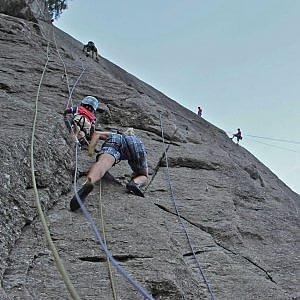 Photo of Cade arrampicando, muore 52enne di Mondovì