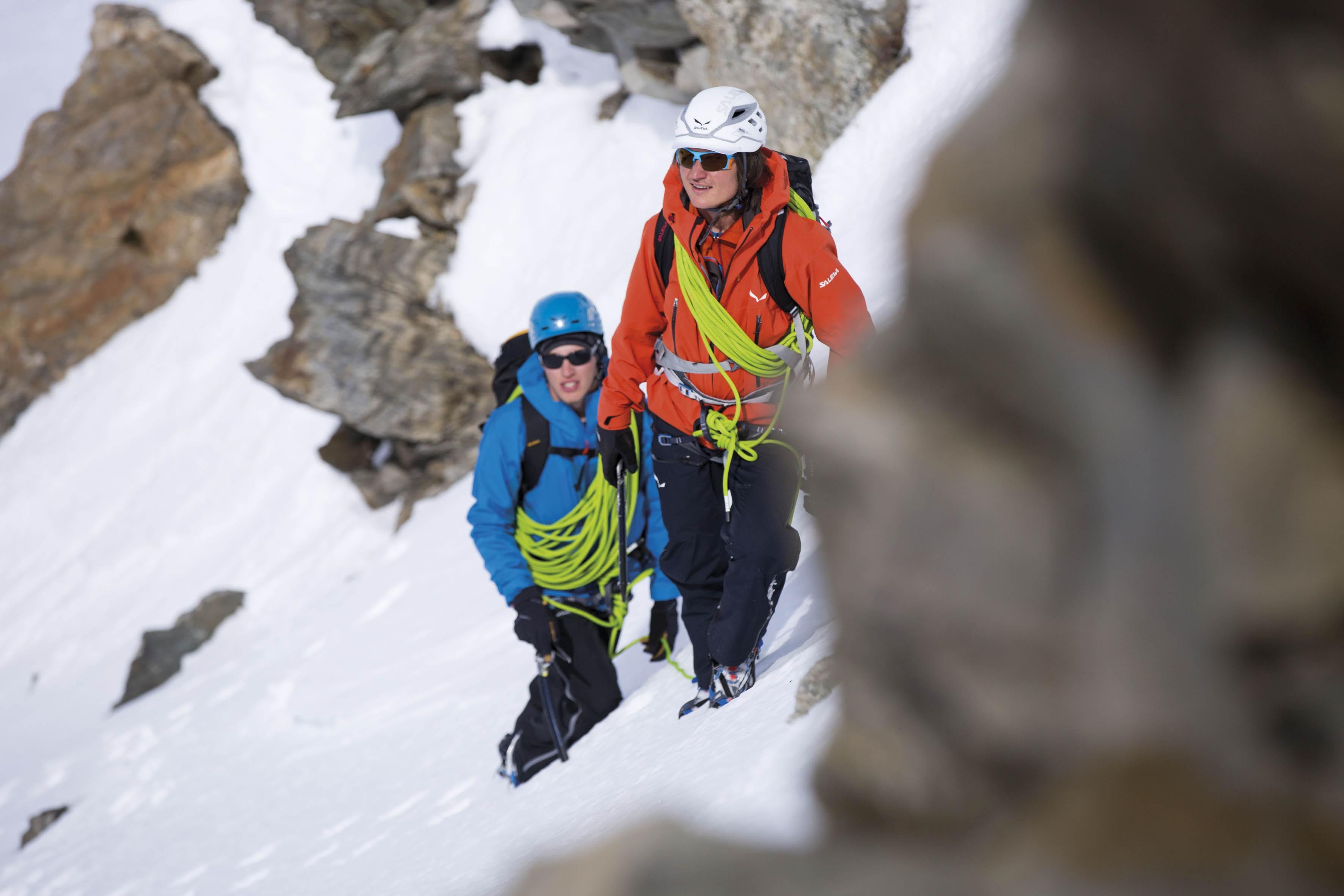 Photo of Simon Gietl a luglio in Alaska per tentare la prima assoluta della parete nord Devils Paw