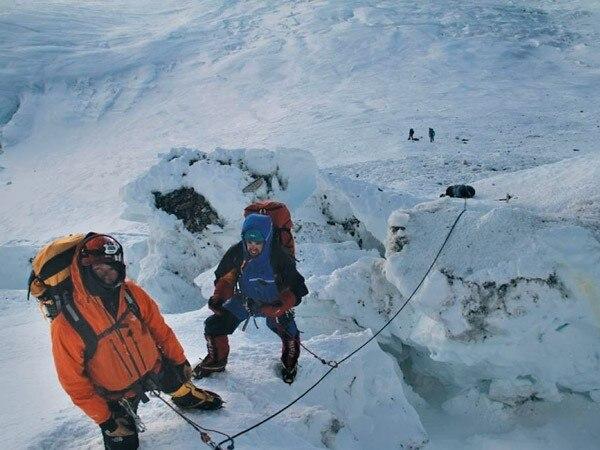 Photo of Nepal, stop ai certificati di vetta per gli sherpa