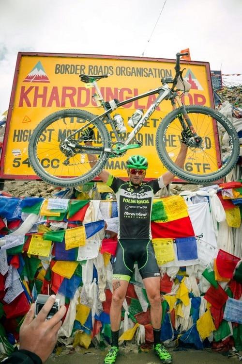 Photo of Himalaya in bicicletta, taglia il traguardo un italiano