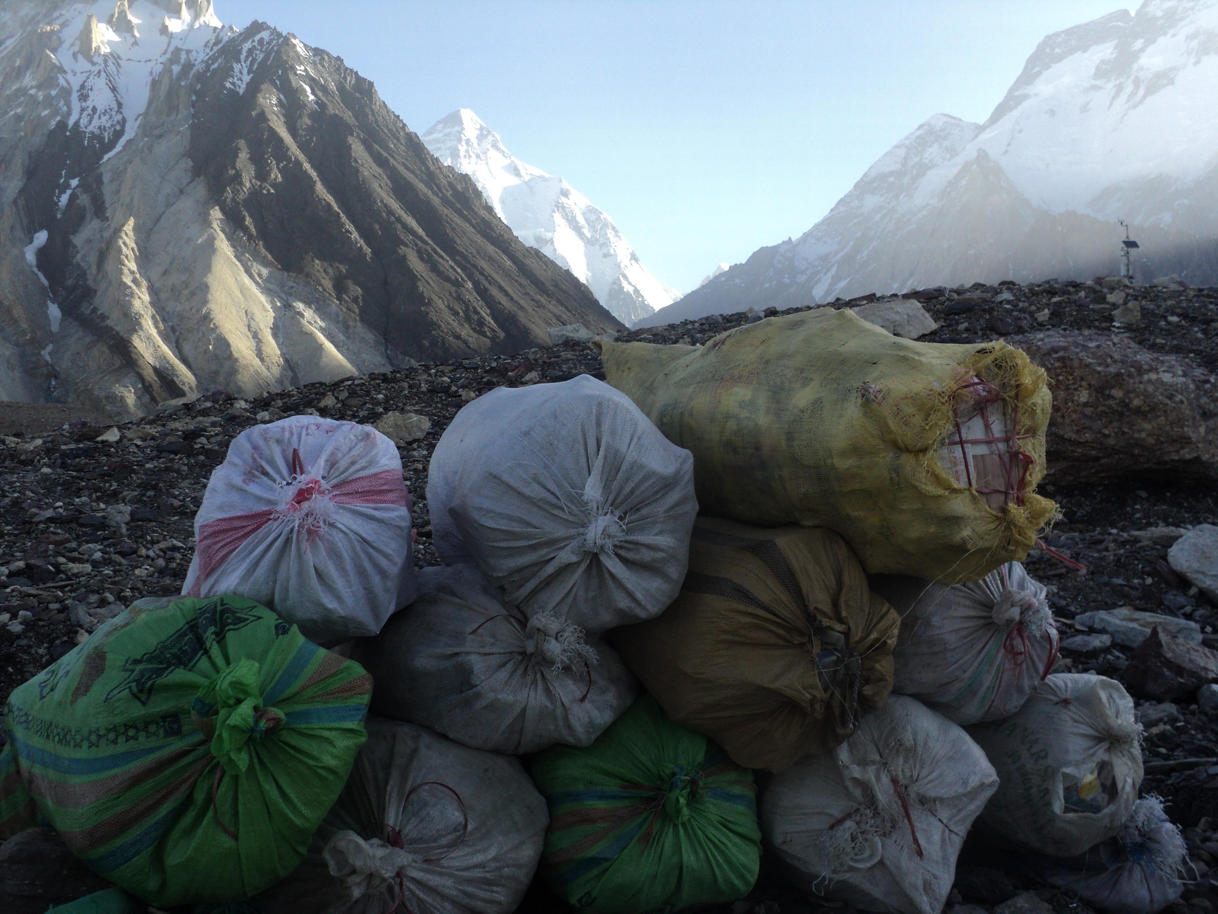 """Photo of K2- """"Immondizia"""" e pulizie d'alta quota"""
