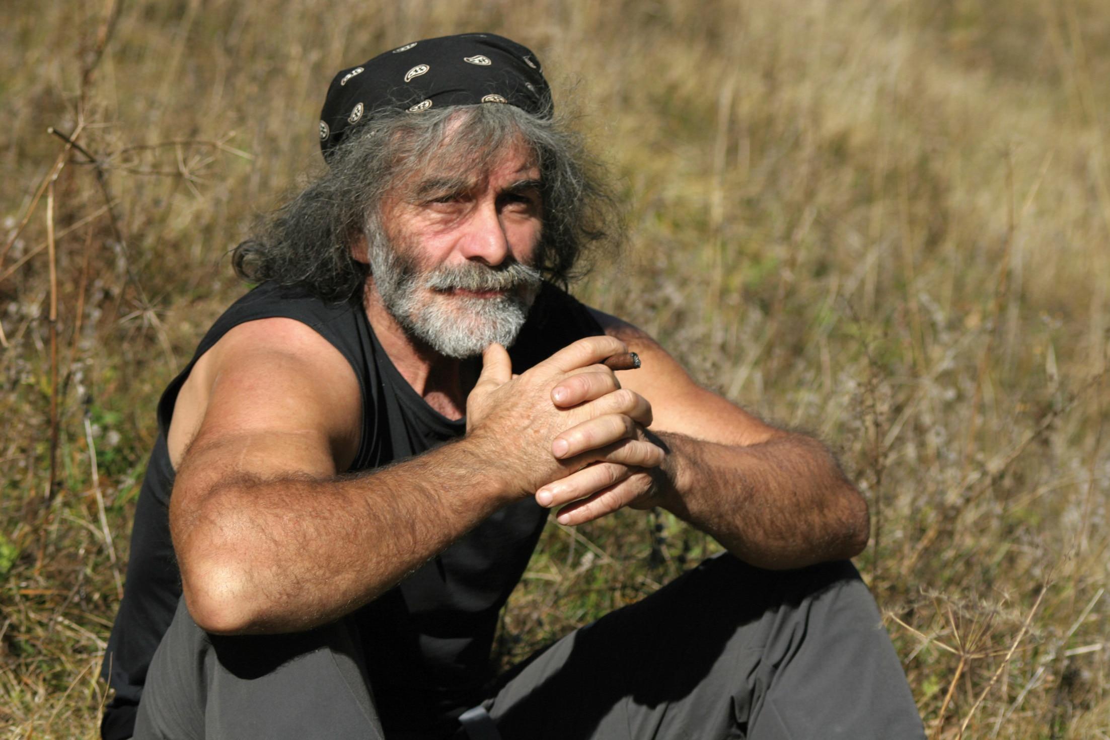 "Photo of Mauro Corona: ""Questa è una grande lezione poi, tornerà l'uomo di prima"""
