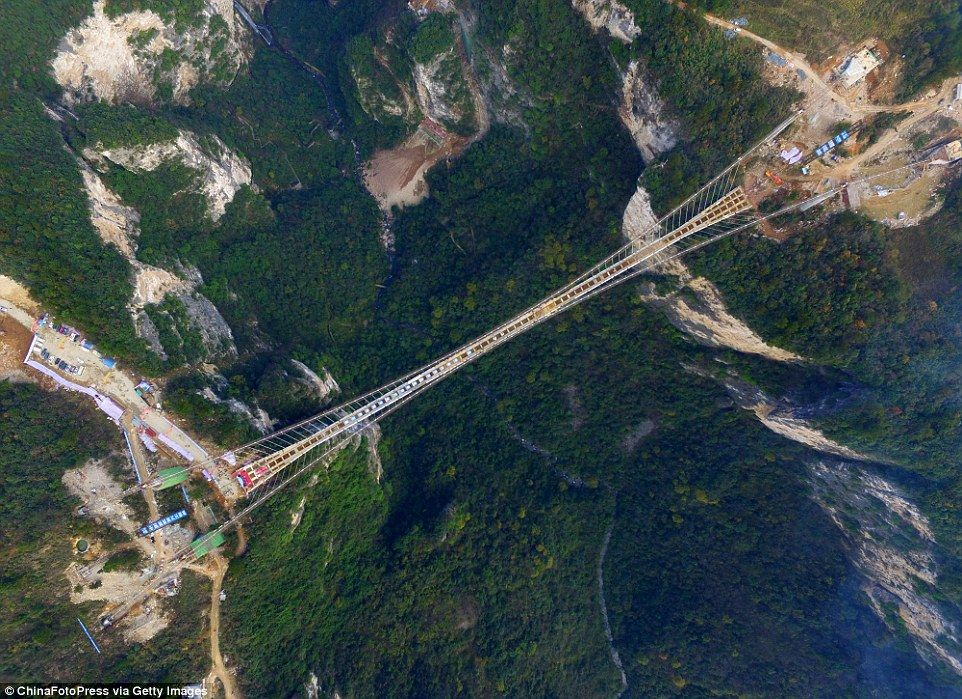 Photo of Cina, il ponte dei record che unisce la Porta del Cielo