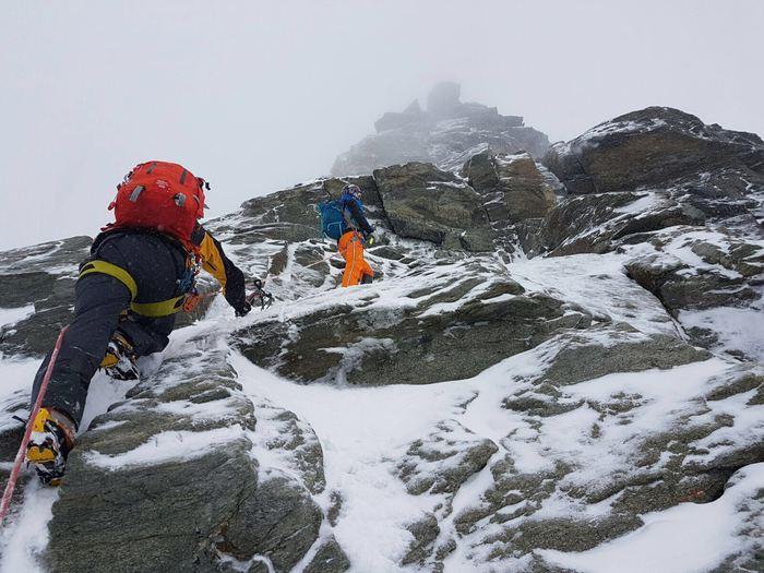 Photo of Ancora bloccati i due alpinisti inglesi sul Cervino. Stamattina sono riprese le ricerche