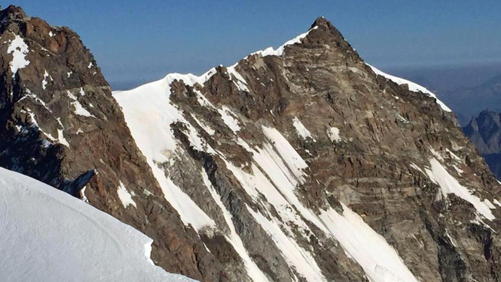 Photo of Tre alpinisti svizzeri muoiono precipitando per 800 metri sul Monte Rosa