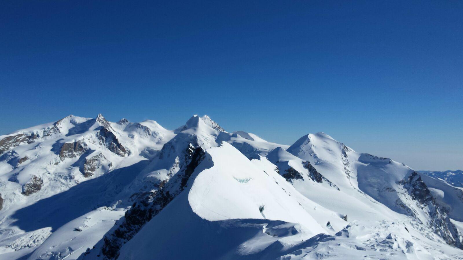 Photo of Alpinista 37enne cade in un crepaccio sul Breithorn: salvata dal Soccorso alpino