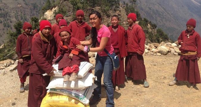 Photo of A Pasang Lhamu Sherpa Akita la Targa d'argento del Premio Internazionale di Solidarietà Alpina