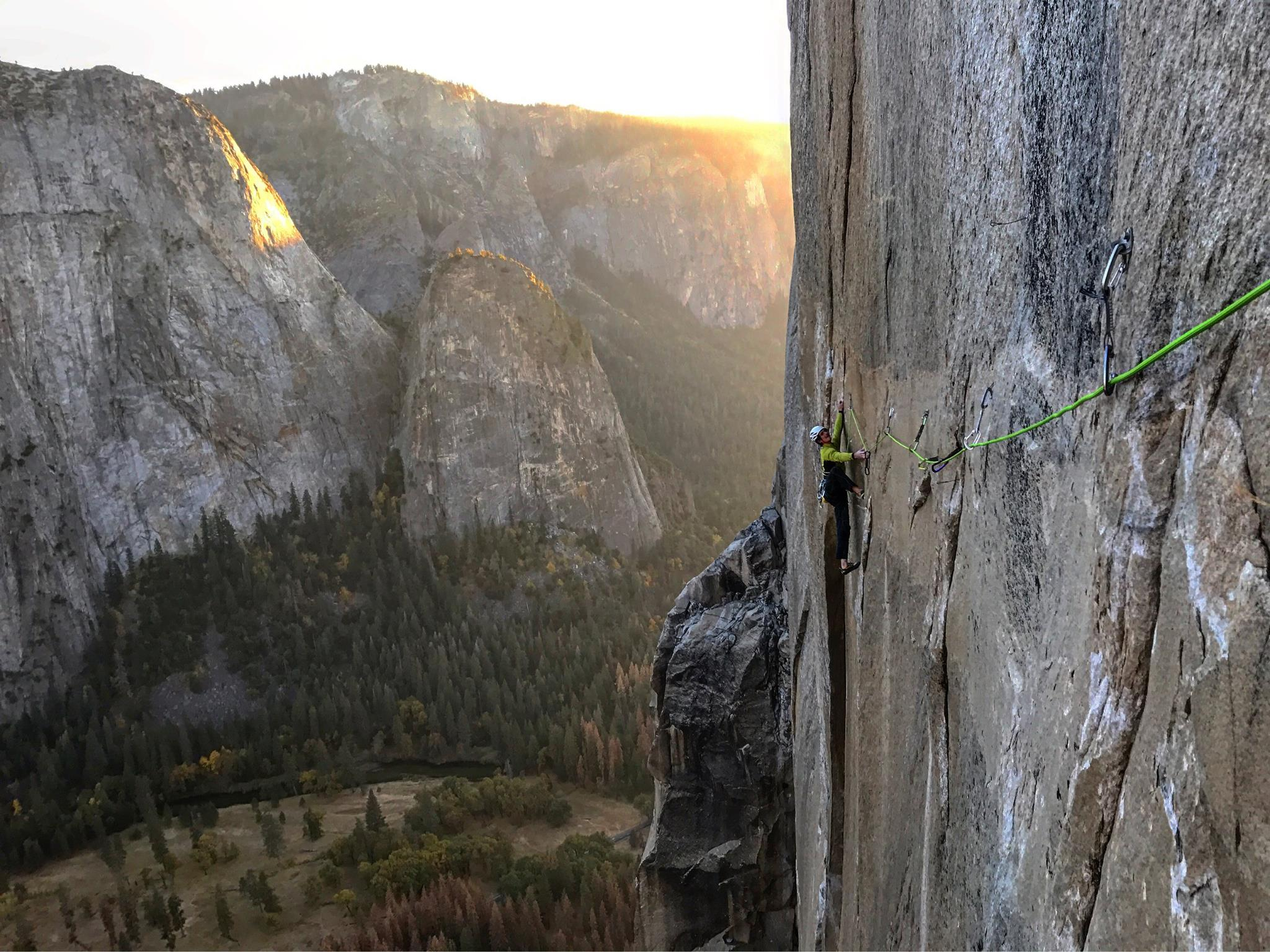 Photo of Adam Ondra al lavoro nella Yosemite Valley