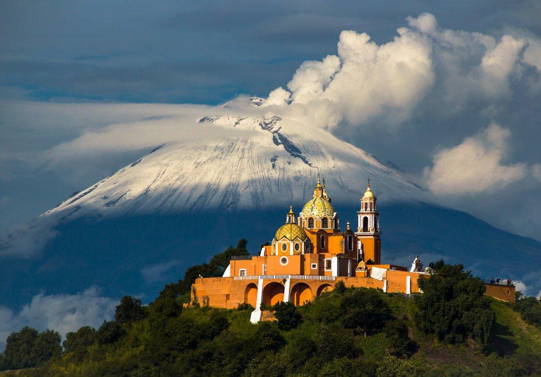 Photo of Una montagna cela la più grande piramide del mondo