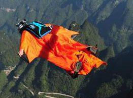 Photo of Base jumper russo si schianta contro uno chalet a Chamonix