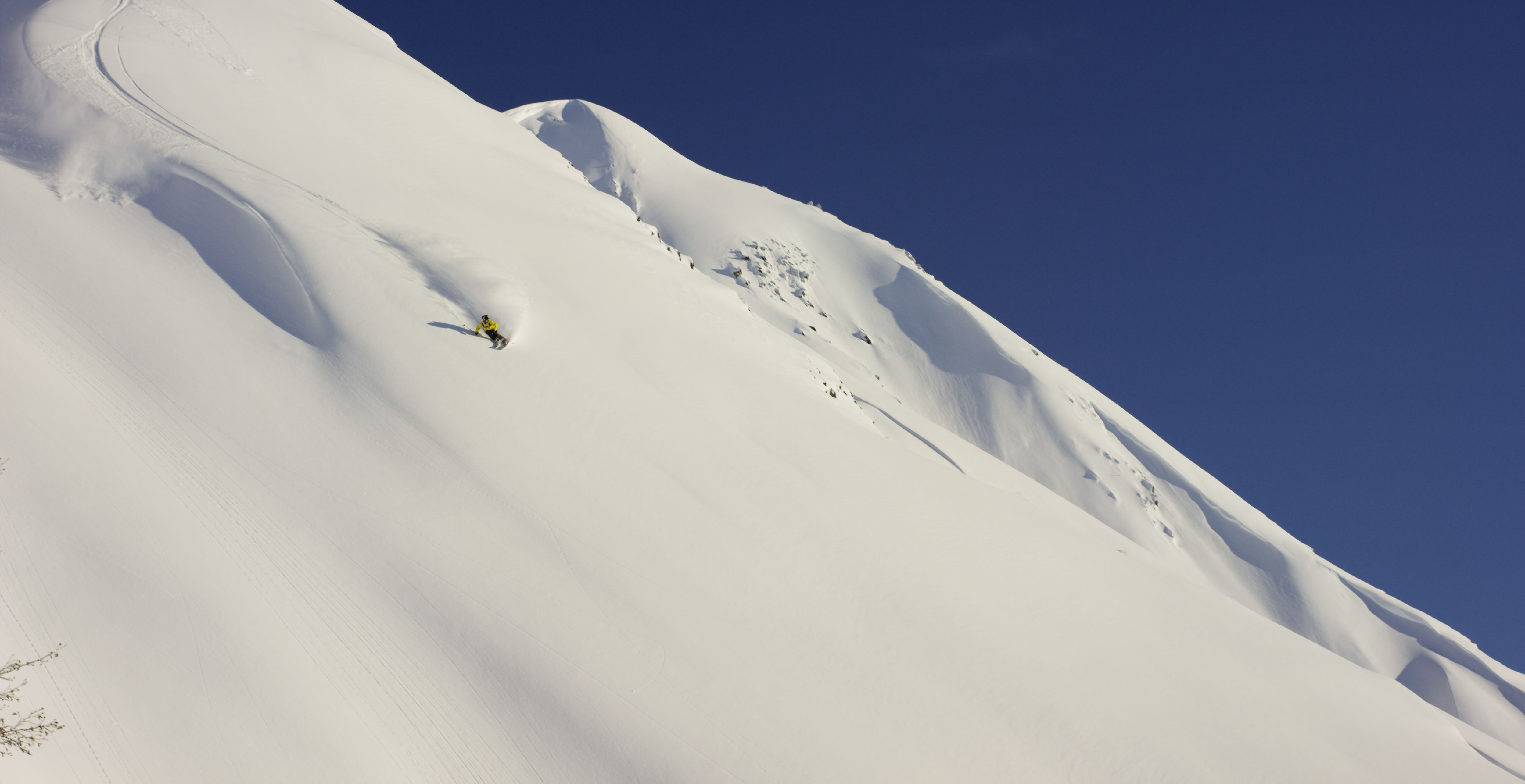 "Photo of In anteprima le immagini di ""Solitary"", un film con il freeskier Piers Solomon"