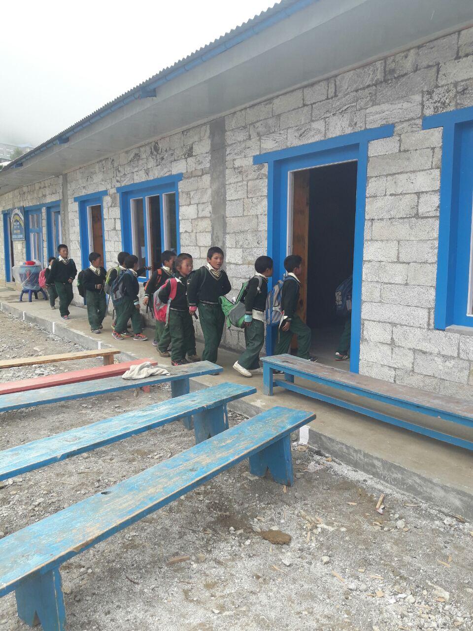 Photo of Dopo il terremoto, torna a rivivere la Primary School di Namche Bazaar