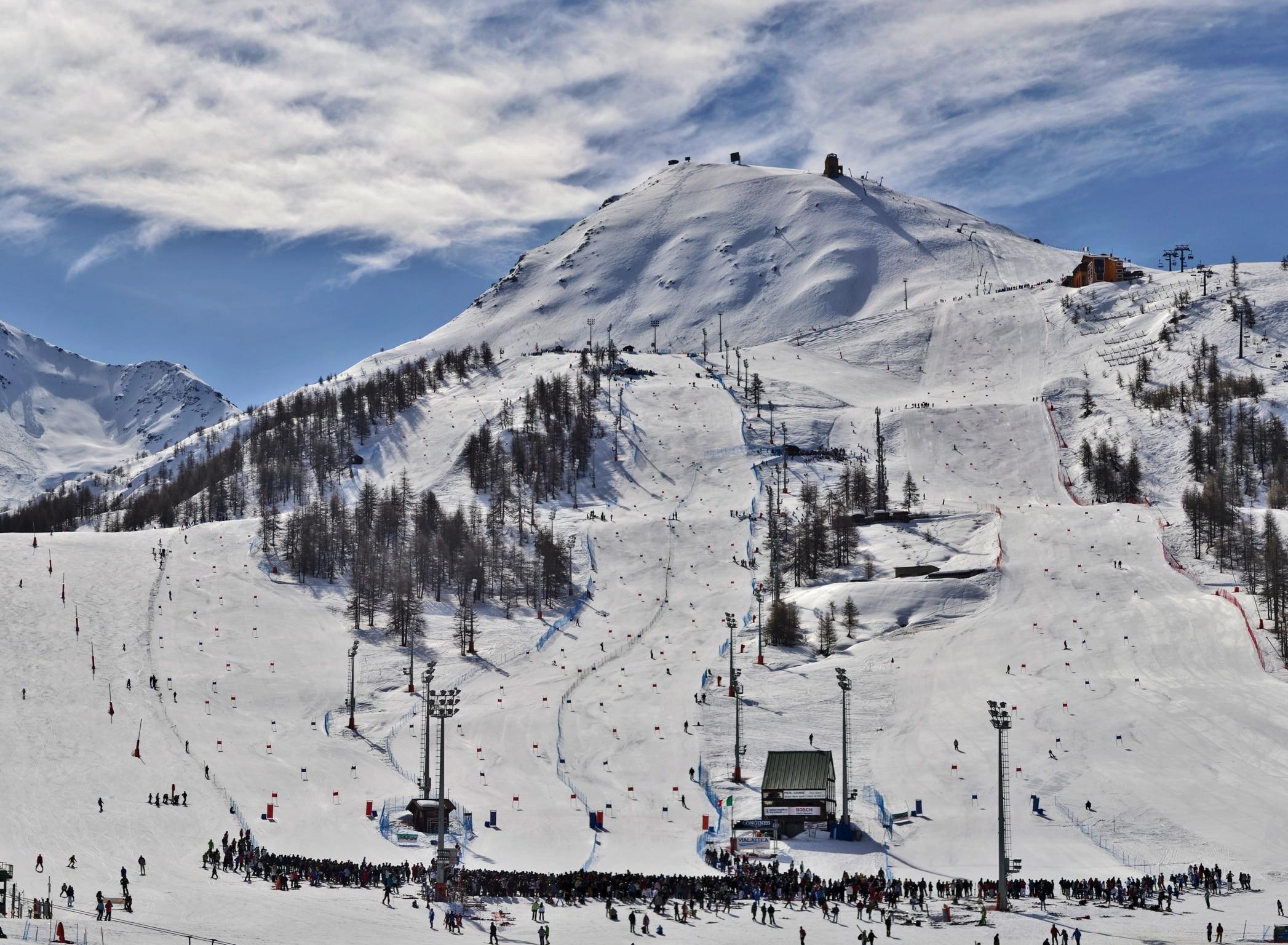 Photo of La Vialattea apre in anticipo: si scia anche il 3 e 4 dicembre