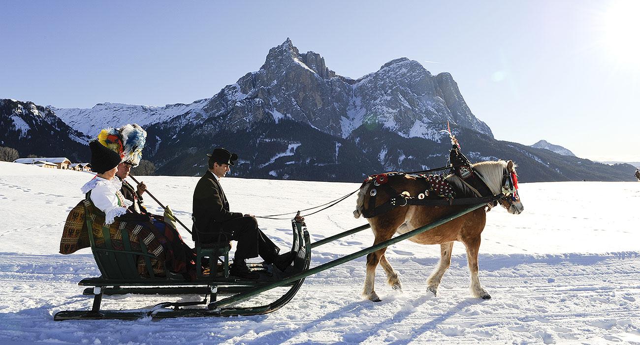Photo of Alpe di Siusi, si rinnova la secolare tradizione del matrimonio contadino