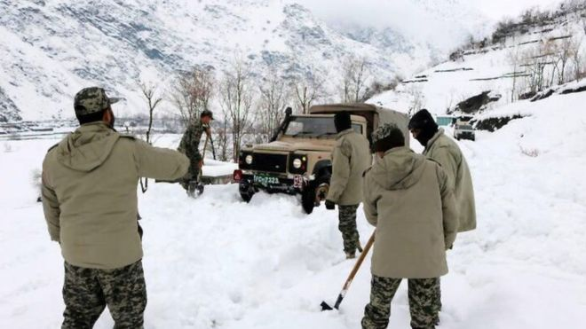 Photo of Pakistan ed Afghanistan, almeno 100 i morti sotto le valanghe