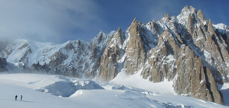 Photo of Le Guide Alpine contro l'abusivismo