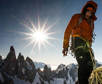 """Photo of La sfida aperta di Alex Honnold in Alaska: aprire una nuova """"big route"""" sul Monte Dickey"""