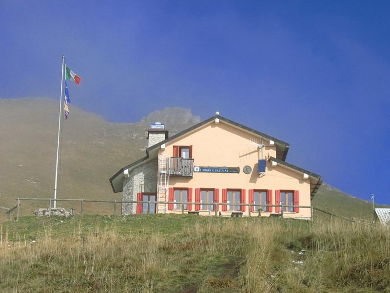 Photo of Rubano soldi e grappa al rifugio Dal Piaz a Feltre