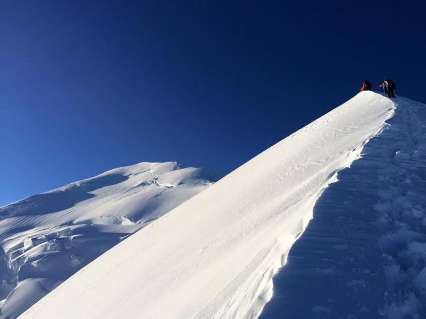 Photo of Un alpinista sudcoreano muore soffocato dopo una caduta sul Monte Bianco