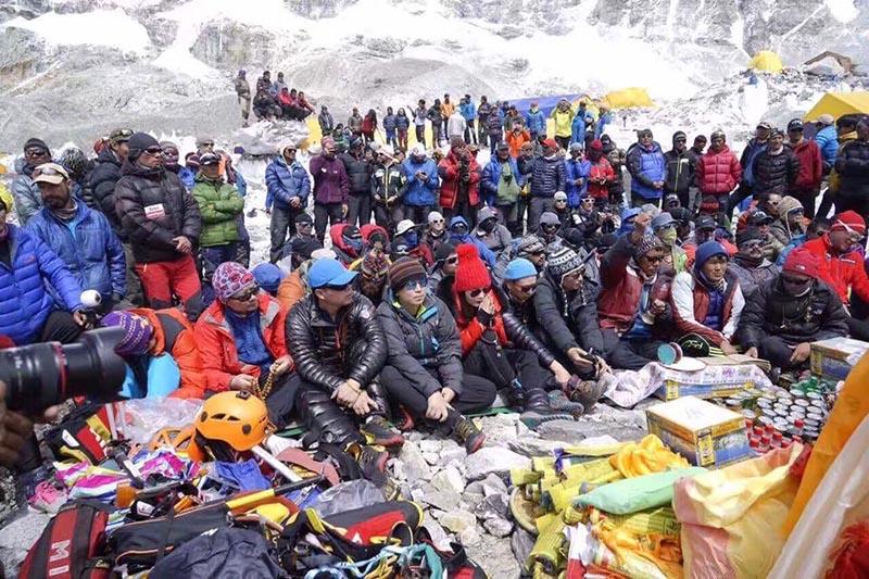 Photo of Everest, protestano gli sherpa