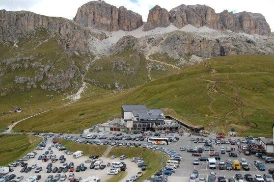 """Photo of Il CAI manda in """"pensione"""" la casa alpina del Pordoi, almeno per ora"""