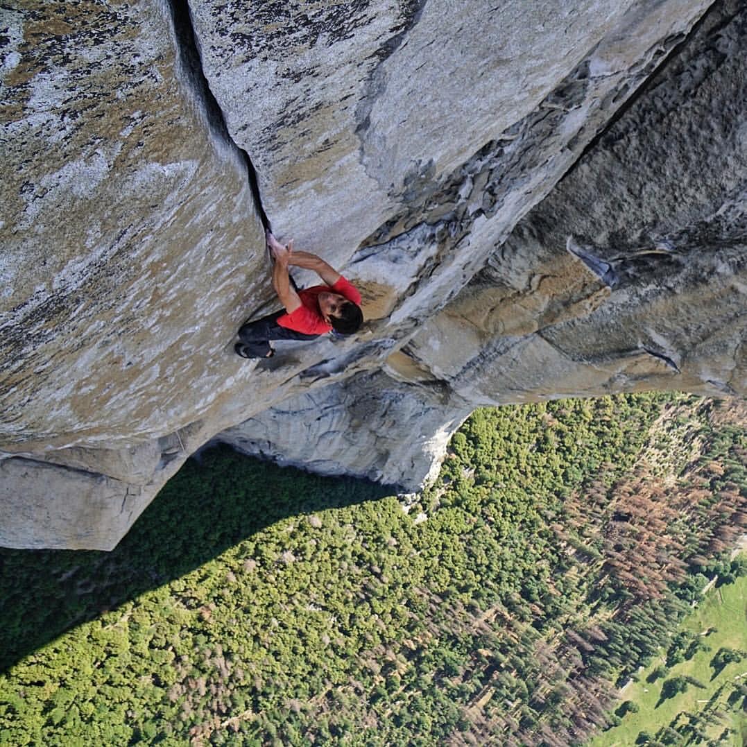 """Photo of """"Impresa da leggenda. Il mito El Capitan scalato senza corda"""" di Enrico Martinet da La Stampa"""
