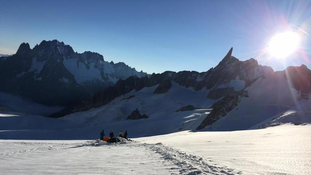 """Photo of """"Una montagna di dilettanti invade ogni giorno le Alpi"""" di Enrico Martinet da La Stampa"""