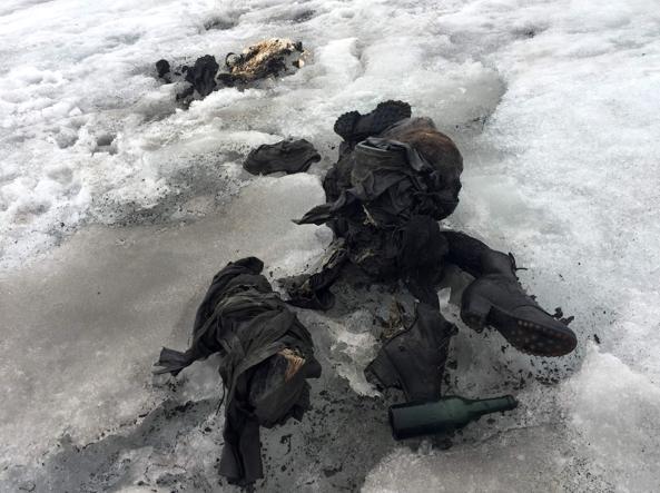 Photo of Ritrovati dopo 75 anni su un ghiaccio della Alpi svizzere i coniugi scomparsi